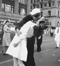 Iconic 'Kiss' photograph